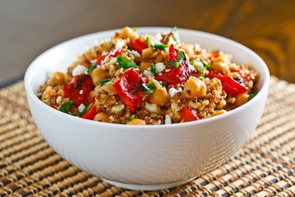 Quinoa salad with red pepper, spinach and feta